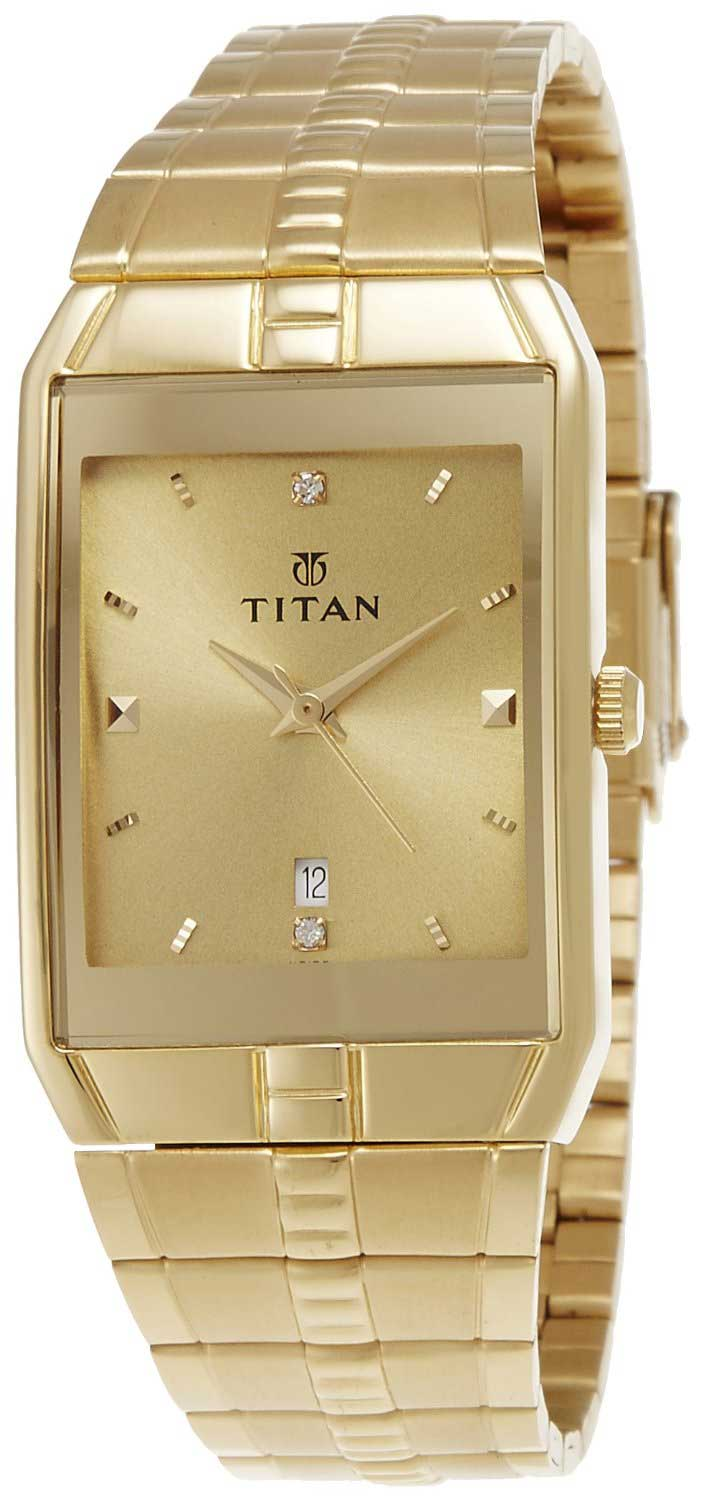 Titan Watch In Gold Gold Round